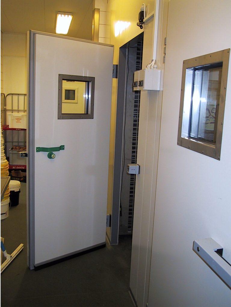 Aaben-doer-til-Celltherm-rum